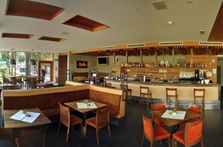 There is plenty of space in the restaurant on the Alpe di Siusi!